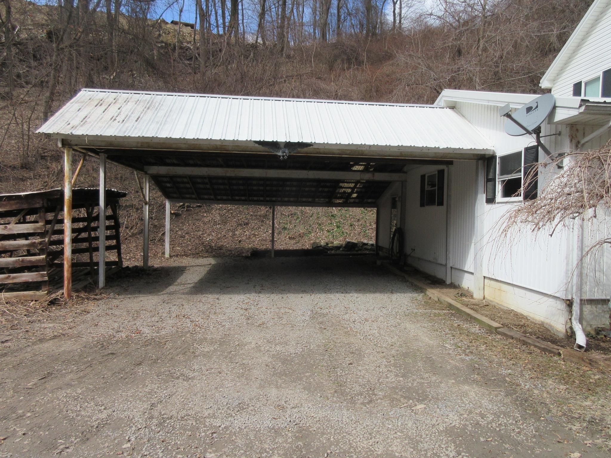 177 Vineyard Lane Duncansville Carport pic