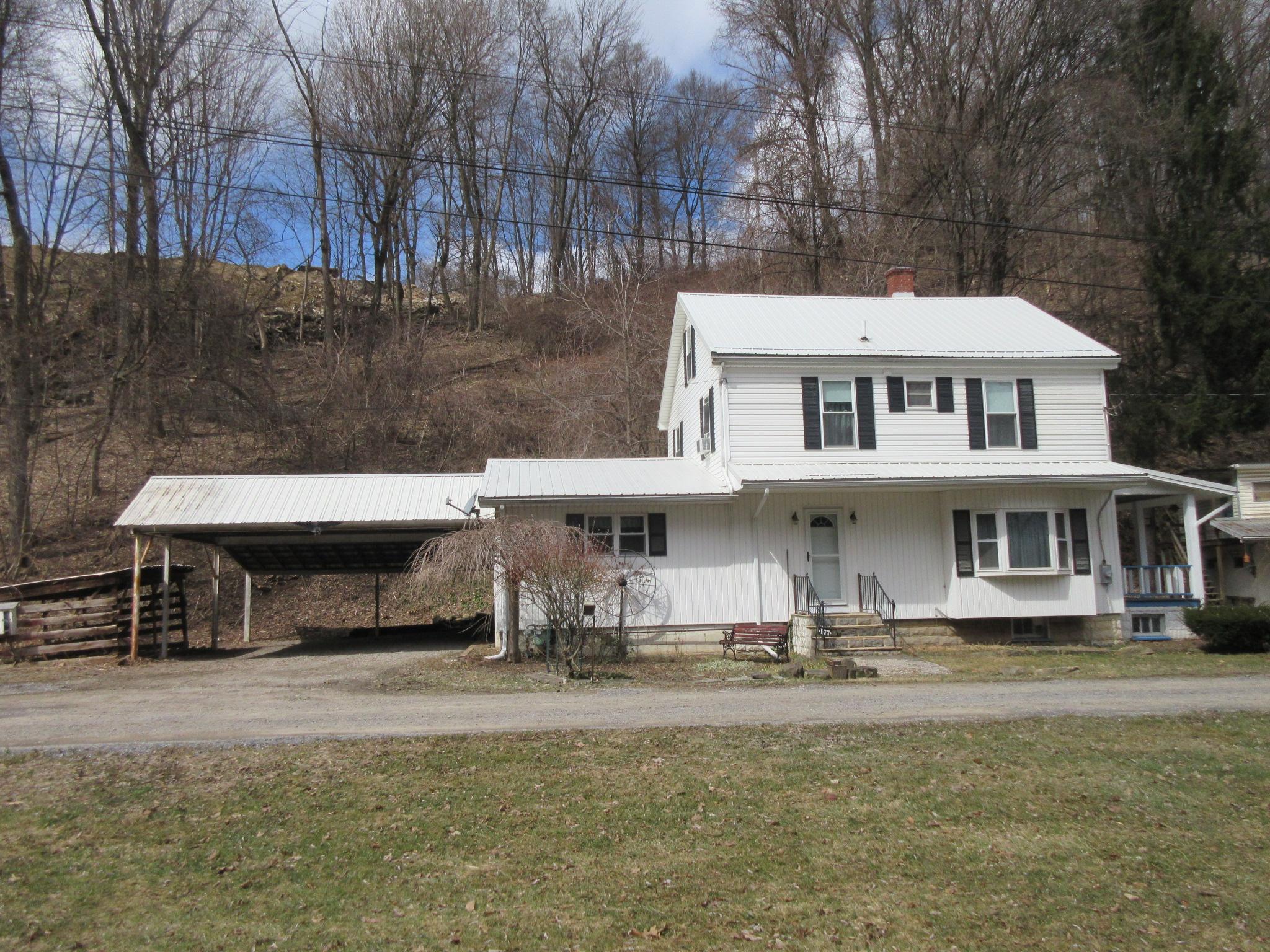 177 Vineyard Lane, Duncansville Front pic