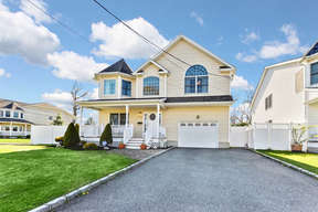 Wantagh NY Single Family Home For Sale: $795,000