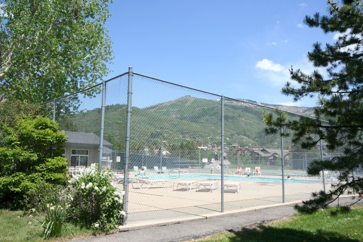 Photo of tennis court at Walton Village