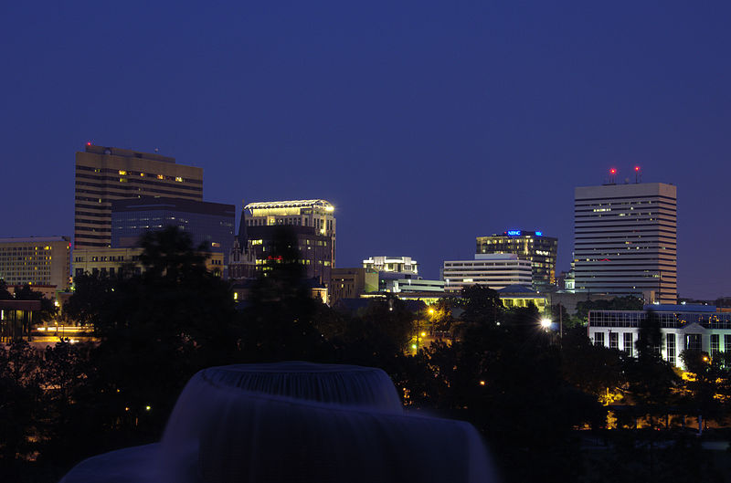 Image courtesy of xnatedawgx / Downtown Columbia, SC at night
