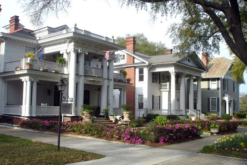 Image courtesy of Calliopejen1 / The Hamptons Neighborhood in Columbia SC is home to many historic homes