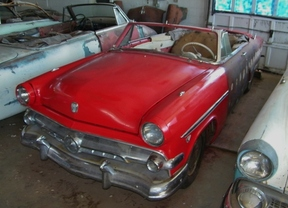 Active: 1954 FORD SUNLINER