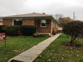 Milwaukee WI Single Family Home For Sale: $139,900