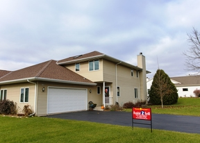Waterford WI Condo/Townhouse For Sale: $199,900