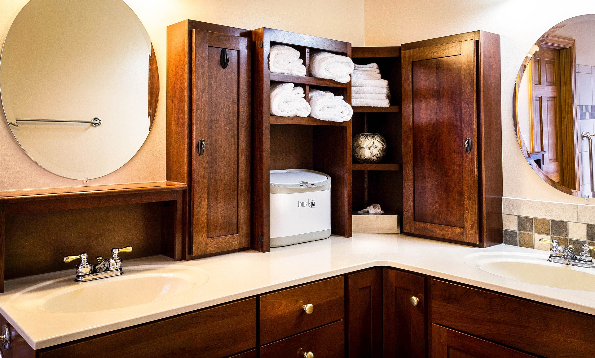 Friedman Realty Associates, upscale bathroom with backsplash, upgraded fixtures and cabinets