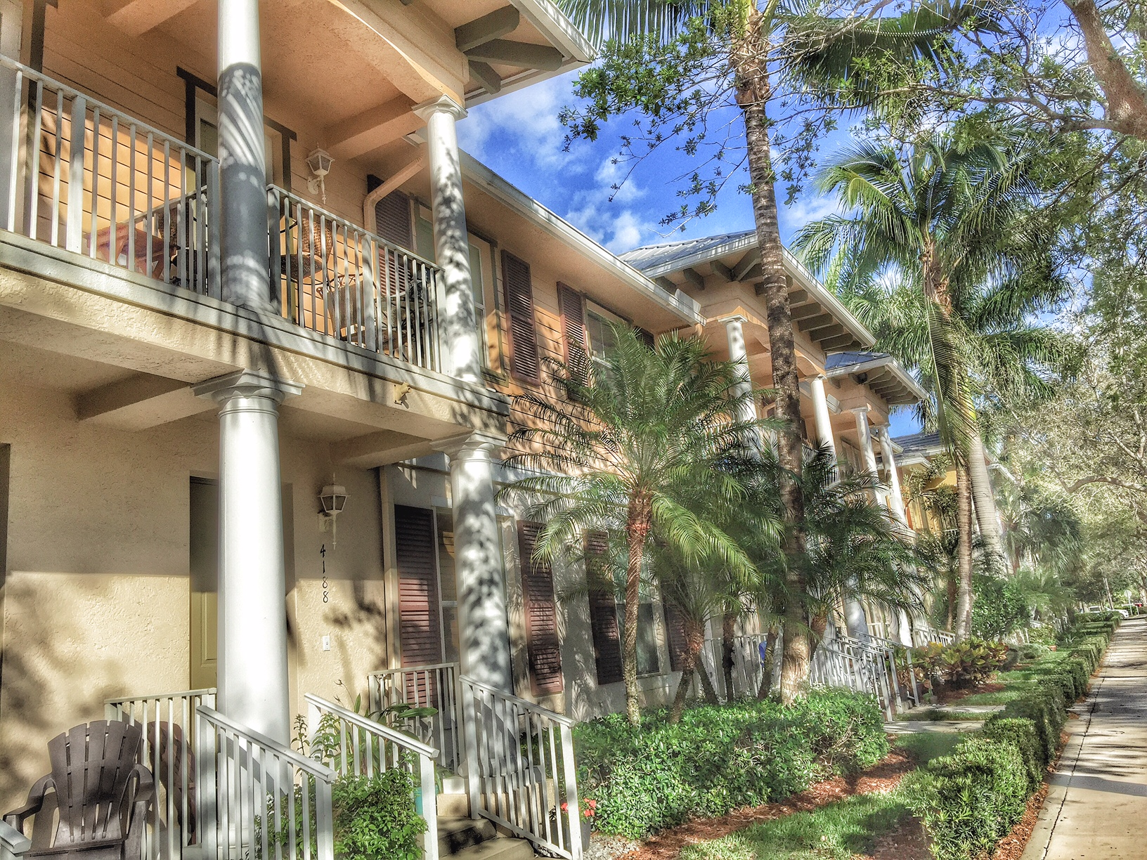 Abacoa Antigua 2 story townhomes line Stadium Drive