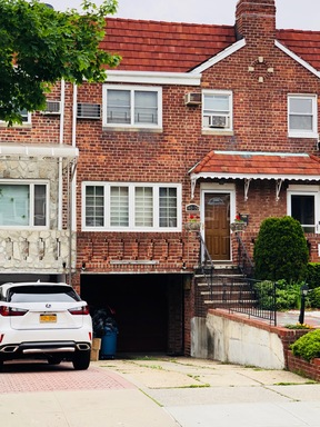 Kew Gardens Hills NY Single Family Home Sold: $880,000