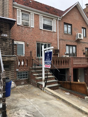 Forest Hills NY Single Family Home Sold: $930,000