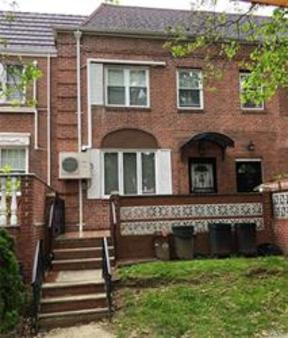 Kew Gardens Hills NY Single Family Home For Sale: $899,000