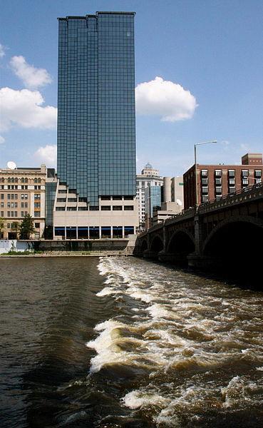369px-Grand_River,_Grand_Rapids.jpg