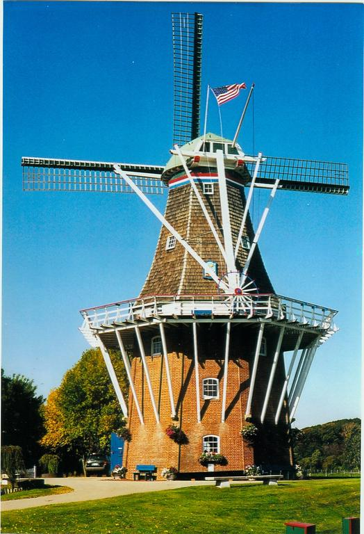 DeZwaan_windmill_-_Holland_MI.jpg