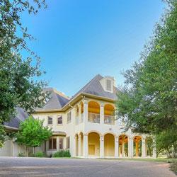 House over 3000 sq.ft. Southwest - royarealty.com