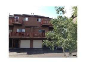 Condo/Townhouse Sold: 485 Eaglepointe Court #3