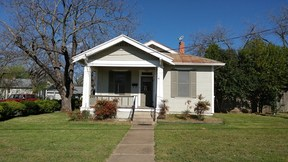 Single Family Home Sold: 206 N Crockett St