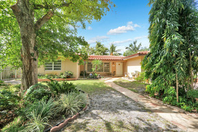 Hollywood FL Residential Active: $390,000