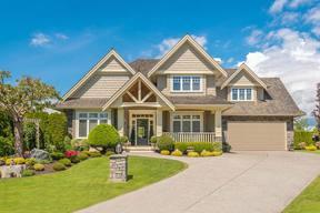 Single Family Home : 4270 Deer St