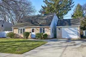 Single Family Home Sold: 40 Poppy Ln