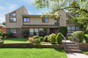 Fresh Meadows NY Single Family Home For Sale: $1,999,000