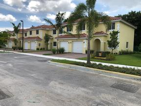 Condo/Townhouse Pending Sale: 1320 SW 53rd Ave