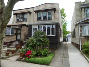 Single Family Home For Sale: 69-11 67th Place