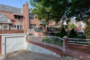Middle Village NY Single Family Home For Sale: $708,888