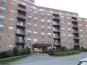 Residential Sold: 1 Lakeview Dr #3M