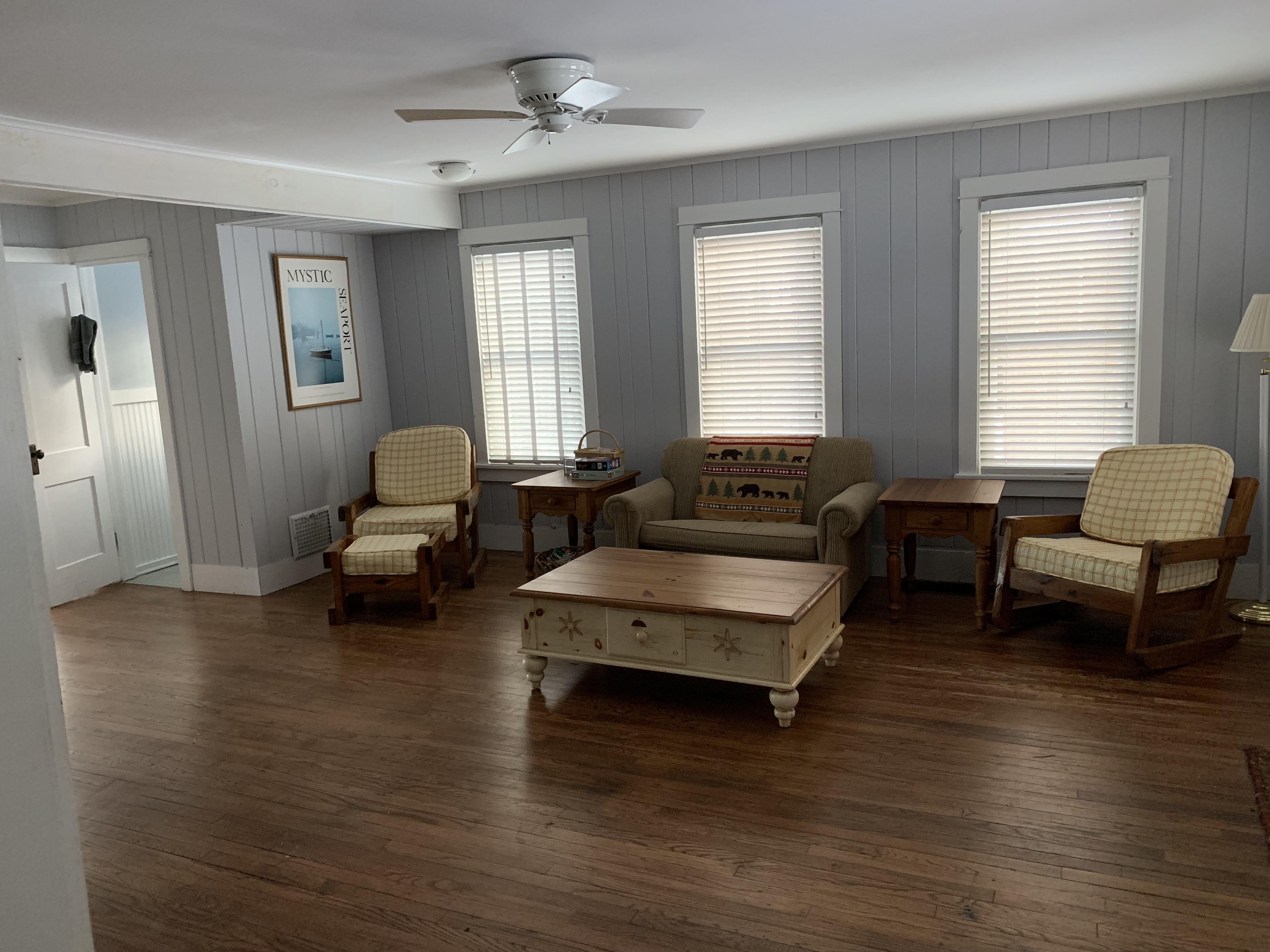 8960 Lakeshore Dr Living Room
