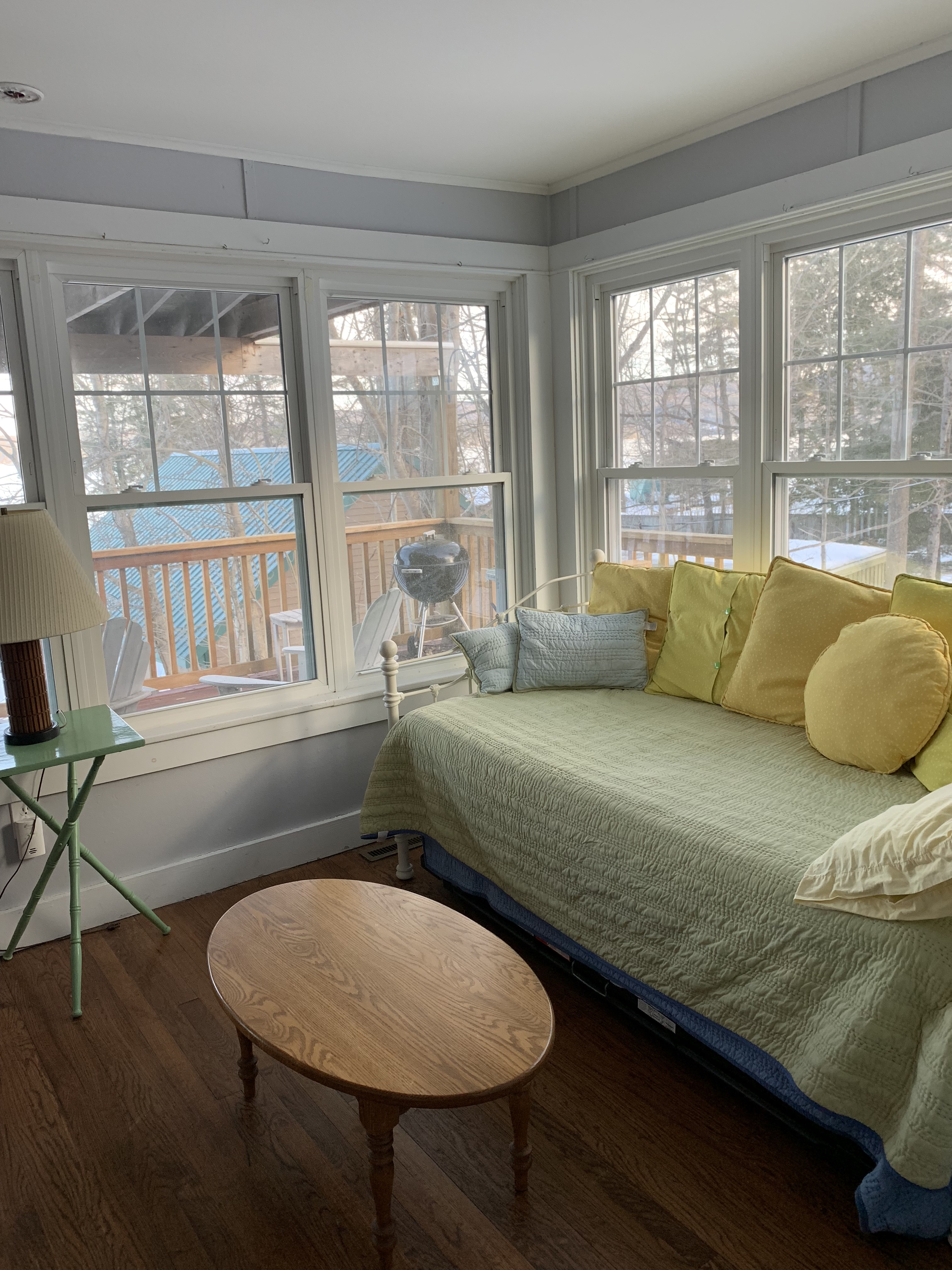 8960 Lakeshore Dr Day Bed