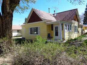 Single Family Home Sold: 235 S Walnut St