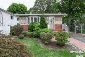 Residential Sold: 142 Moriches Ave