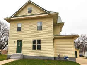 Single Family Home Sold: 405 S 3rd St
