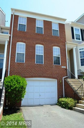 Townhouse Sold: 20906 Sandstone Sq