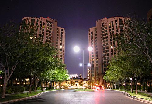 park-towers-at-nite-las-vegas-luxury-conds