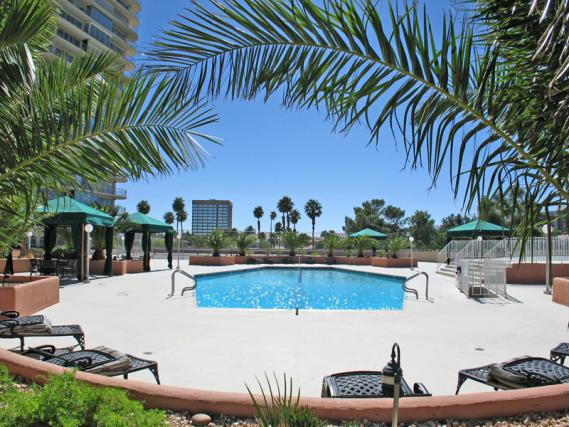 regency-towers-las-vegas-condos-pool