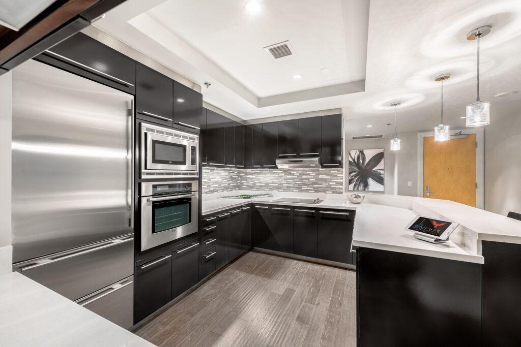 sky-las-vegas-kitchen-02-stack