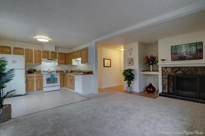 Condo/Townhouse For Sale: 7068 Weimer Road #1