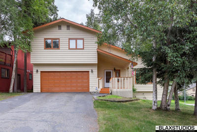 Anchorage Single Family Home For Sale: 2400 Autumn Drive