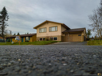 Kenai Single Family Home For Sale: 302 Sterling Court