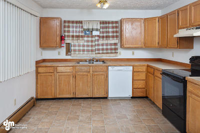 Anchorage Multi Family Home For Sale: 5841 E 6th Avenue