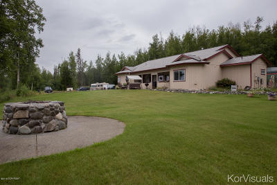 Wasilla Single Family Home For Sale: 8121 S Royal Lane