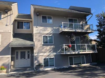 Anchorage Condo/Townhouse For Sale: 1327 W 25th Ave Avenue #220