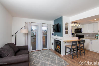 Anchorage Condo/Townhouse For Sale: 7270 Huntsmen Circle #1G
