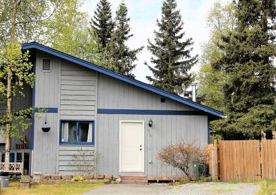 Anchorage Single Family Home For Sale: 216 Red Leaf Circle