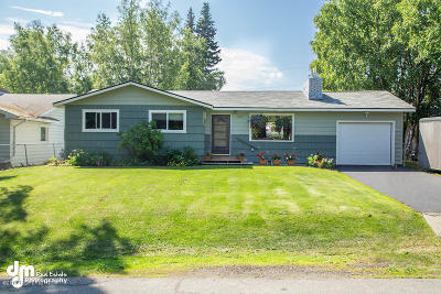 Anchorage Single Family Home For Sale: 8234 Huckleberry Street