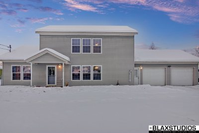 Chena Hot Springs, Clear Creek, Ester, Fairbanks, Fox, Hayes Creek, North Pole, Salcha, Two Rivers Single Family Home For Sale: 3690 Regius Avenue