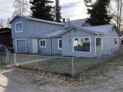 Fairbanks Single Family Home For Sale: 915 16th Avenue