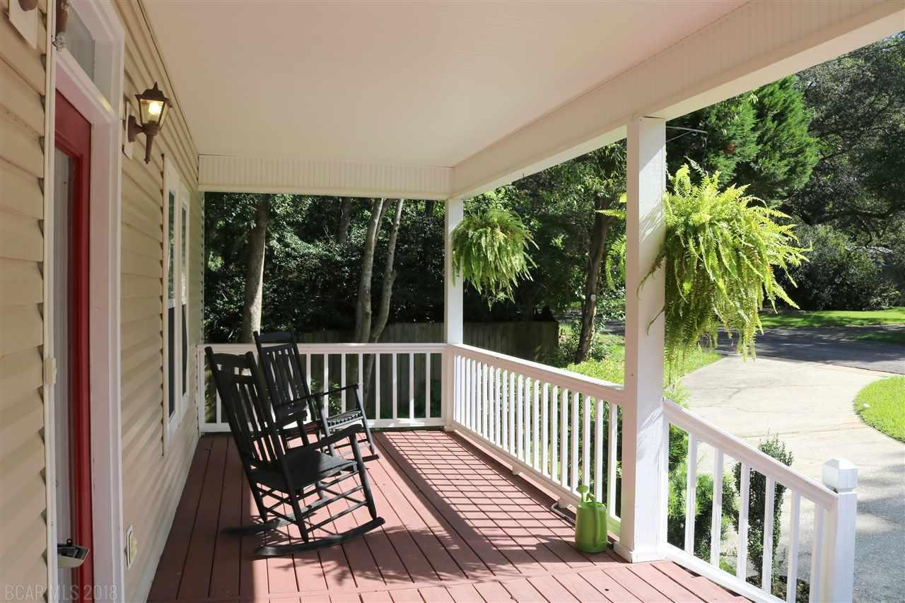 3 bed / 2 full, 1 partial baths Home in Fairhope for $369,900