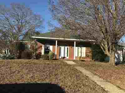 Single Family Home For Sale: 2516 Englewood Dr