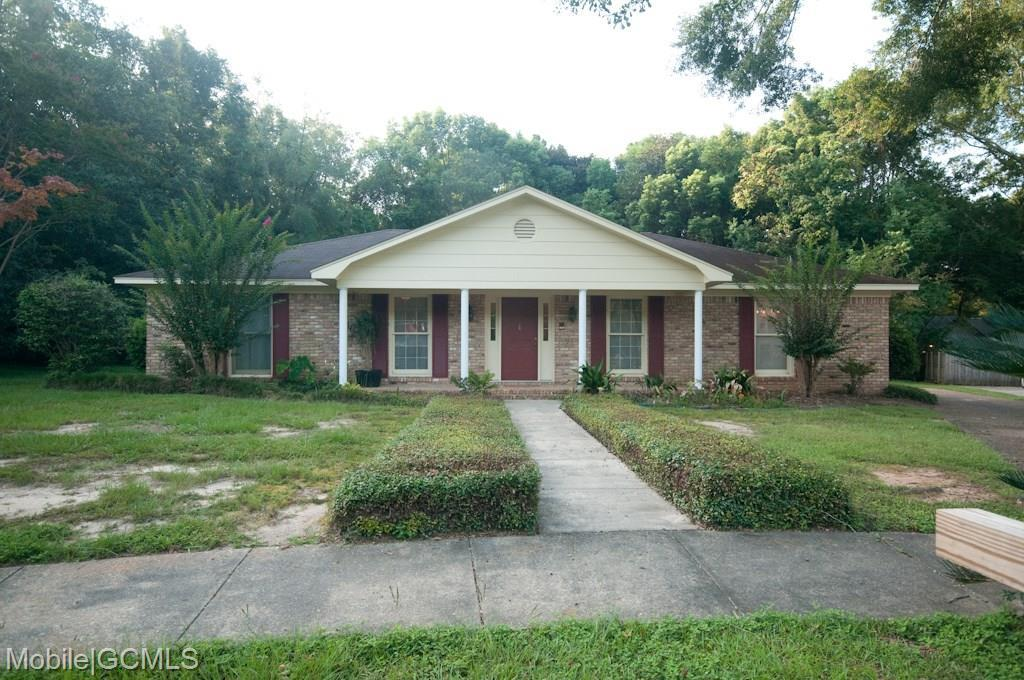 4 bed / 2 full, 1 partial baths Home in Mobile for $175,000